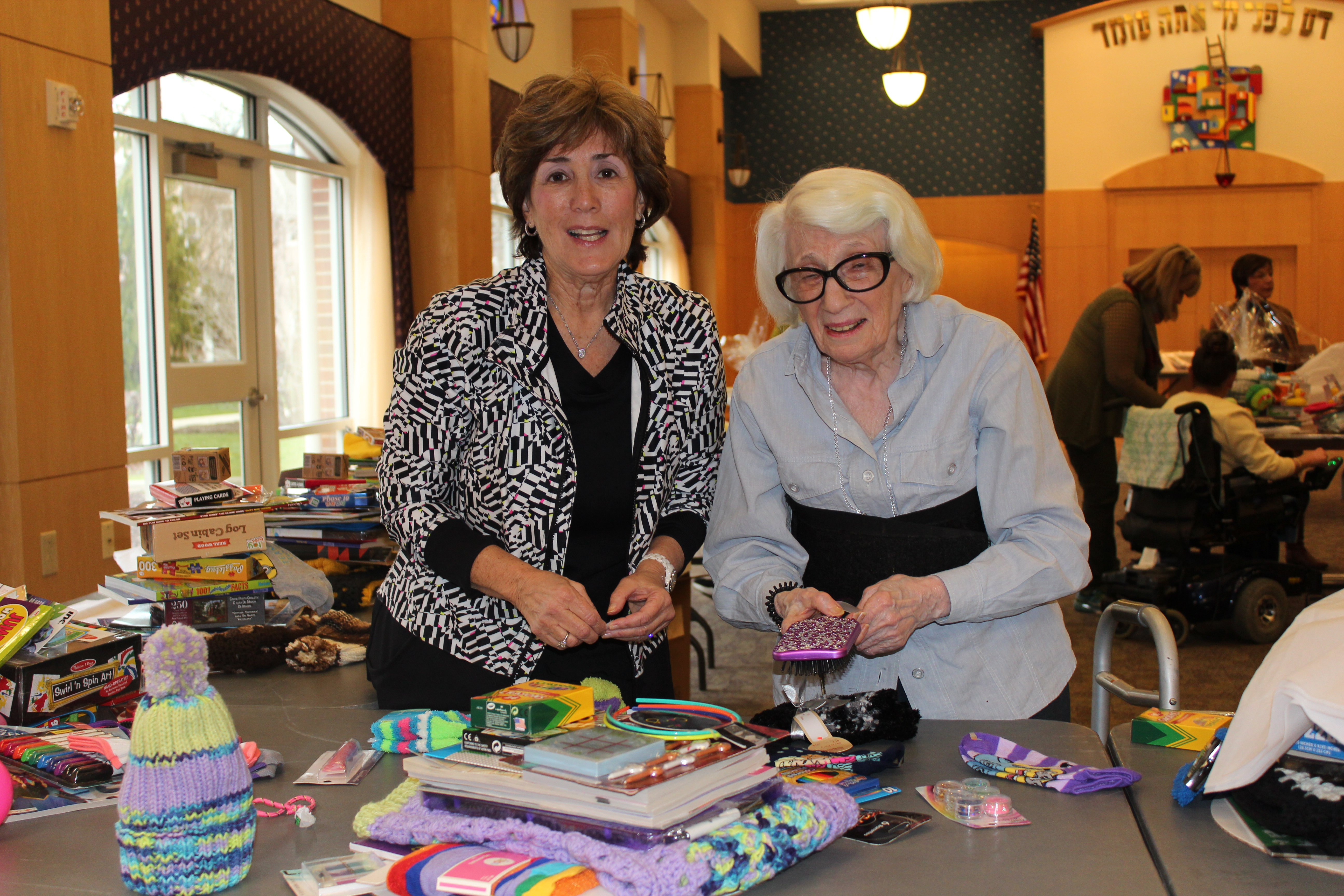 Abramson Center Residents and Volunteers Team Up to Spread Holiday Cheer